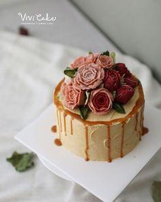 """좋아요 93개, 댓글 1개 - Instagram의 홍대 플라워케이크 클래스 Flowercake Class(@vivi_cake_)님: """"Made by. Student Rice Baking / Beanpaste flower class.  #flowercake #cake #ricecake #beanpaste…"""""""