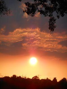zonsondergang vanuit mijn voortuin