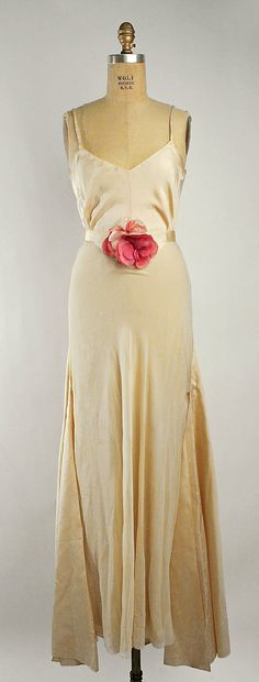 Evening ensemble Attributed to Mainbocher  (American, 1890–1976)  Maker: Saks Fifth Avenue (American, founded 1924) Department Store: Saks Fifth Avenue (American, founded 1924) Date: 1933 Culture: French Medium: silk. Front dress