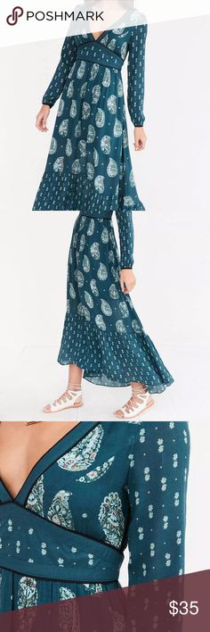 Ecote Blue Prairie Mixed Print Long Sleeve Maxi Gorgeous Ecote Blue Prairie Mixed Print Long Sleeve Maxi Dress. Women's Size 4. Perfect for this Fall season paired with boots and a cardigan! Ecote Dresses Maxi