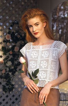 ₩₩₩ Rose Top ePattern -To make without the rose patternRavelry: Rose Top by Anna LeeseThis cool crochet crop top stitched with cotton thread will add a touch of romance to any wardrobe. The sweet rose design can be worn with a skirt for a dress Pull Crochet, Mode Crochet, Thread Crochet, Filet Crochet, Easy Crochet, Crochet Lace, Crochet Roses, Crochet Bodycon Dresses, Black Crochet Dress