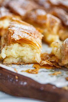 Greek Sweets, Greek Desserts, Greek Recipes, Just Desserts, Delicious Desserts, Greek Pastries, Italian Pastries, Strudel, Puff Pastry Recipes