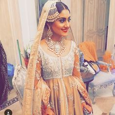 69 ideas for asian bridal jewellery pakistan Pakistani Couture, Pakistani Bridal Dresses, Pakistani Outfits, Indian Dresses, Indian Outfits, Asian Bridal Jewellery, Indian Jewelry, Dulhan Dress, Asian Inspired Wedding