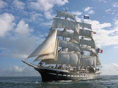 """Le trois-mâts-barque nantais """"Belem"""". Super beau de l'extérieur comme de l'intérieur !"""