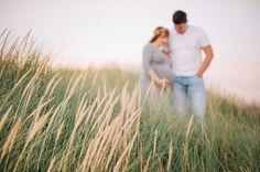 """Amélie et Guillaume sont des """"habitués"""" de l'objectif, en effet pour leur joli jour et d'autres occasions, ils avaient fait appel à mon collègue Julien Briche. Après avoir vu la séance grossesse d'une de ses amie, Amélie m'a contactée pour immortaliser le joli moment qu'est la grossesse avec…"""
