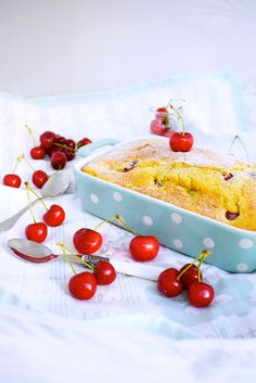 Bizcocho de cerezas // Cherries cake