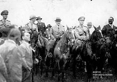 Getúlio Vargas em Ponta Porã, Mato Grosso (hoje MS), na fazenda Pacuri com oficiais, em 1938   (clique na foto para ampliar)  Fonte: www.pontaporadigital.com    :: Identidade 85
