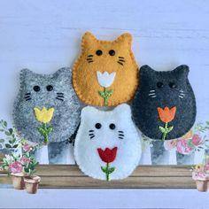 Hanging Ornaments, Felt Ornaments, How To Make Ornaments, Tooth Pillow, Tooth Fairy Pillow, Felt Crafts Diy, Cat Crafts, Refrigerator Decoration, Gato Calico