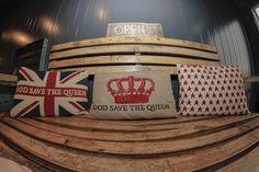 #möbeldepot#stadbiotop#pop upcontainertown#trianglevienna#superdry #mosound Save The Queen, Food Design, Superdry, Pop Up, Bed Pillows, Triangle, Container, Cool Stuff, Pillows