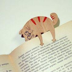 А вы знали, как котики помогают в чтении? Вот такую милую деревянную закладку для книг мы нашли в магазине ideas-design.livemaster.ru  #cute #wooden #bookmark #cat #craft #handmade #livemaster #ярмаркамастеров #ручнаяработа #хендмейд #книги #кот #закладка