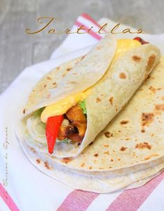 Tortilla mexicaine, galette de farine et maïs Kfc, Plat Vegan, Sandwiches, Brunch, Food And Drink, Cooking Recipes, Yummy Food, Breakfast, Ethnic Recipes