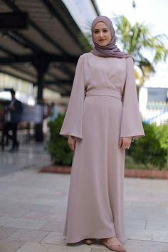 Modest Fashion Hijab, Abaya Fashion, Fashion Dresses, Hijab Look, Hijab Style, Simple Bridesmaid Dresses, Modest Dresses, Moslem Fashion, Hijab Dress Party