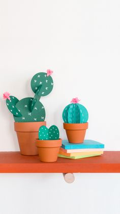 Diy Craft Projects, Diy Crafts Hacks, Cool Paper Crafts, Fun Crafts, Diy And Crafts, Cactus Craft, Origami Easy, Origami Videos, Crafts For Teens