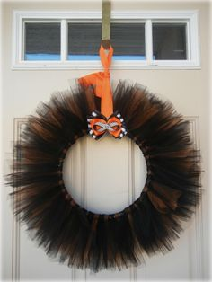 How to: Halloween wreath using tulle. Use festive colors for holidays, birthdays & other celebrations.