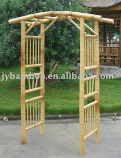 Need a gift ideas for cooks? ✩ Check out this list of creative present ideas for people who are into cooking Bamboo Trellis, Bamboo Garden, Bamboo Fence, Garden Trellis, Garden Archway, Bamboo House Design, Pergola Pictures, Bamboo Crafts, Bamboo Furniture