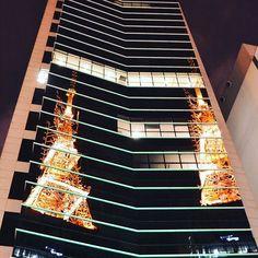 💻 O nosso caminho é reflexo da inconstância da nossa relação? 📖  Foto para dizer que tem texto novo no #AlgumasObservações (www.algumasobservacoes.com). Quem vem ler? 😄  #paulista #AvenidaPaulista #SP #SãoPaulo #essepe #Brasil #crônica #blog #blogger #blogueira #noite #night #light #building #luz #reflexo #mirror #andanças #FêPorAí