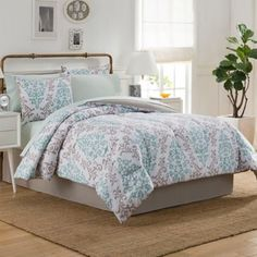 Transform your bedroom into an inviting oasis with the pretty Carina Comforter Set. Adorned with floral patterns in crisp blue and taupe hues, and bluish-green sheets, the lovely bedding adds a cool, fresh and breezy ambiance to any room's d�cor.