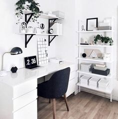 Workspace inspo via @homeyohmy