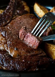 PERFECT FOR FATHER'S DAY! How to cook the Perfect Pan-Seared Steak! It's easy to make delicious, perfectly cooked steak at home! Cooking Temp For Beef, Merit Badge, Grilled Steak Recipes, Grilled Meat, Juicy Steak, Sirloin Steaks, Cast Iron Skillet, How To Grill Steak, Food