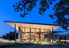 This spectacular modern ranch house was designed by San Francisco-based firm Feldman Architecture, nestled on softly rolling hills in the Santa Lucia Preserve, in Carmel, California. Architecture Design, Residential Architecture, Green Architecture, Commercial Architecture, Sustainable Architecture, California Architecture, Canopy Architecture, Indoor Outdoor, Outdoor Living