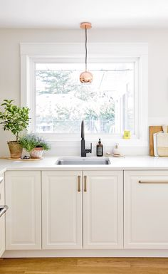The kitchen isn't just essentially the most important parts of your home, but also determinesthe resale importance your room. Kitchen On A Budget, Kitchen Dining, Kitchen Ideas, Wood Floor Pattern, Cute Kitchen, Awesome Kitchen, Kitchen Layout, Dining Room Design, Kitchen Styling
