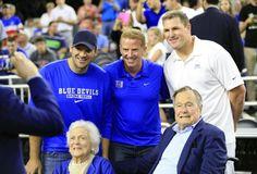 George H.W. and Barbara Bush pose with Tony Romo, Jason Garrett and Jason Witten. (Kevin Jairaj-USA TODAY Sports)