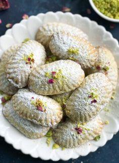 Arabic Dessert, Arabic Sweets, Arabic Food, Lebanese Desserts, Lebanese Recipes, Maamoul Recipe, Cookie Recipes, Dessert Recipes, Tofu Recipes