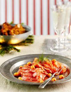 Tyrnigraavattu lohi sopii juhlavaan kalapöytään. Tarjoa saaristolaisleivän kanssa. Seafood Recipes, Cooking Recipes, Christmas Candy, Fish And Seafood, Shrimp, Food And Drink, Candies, Finland, Sweden