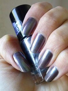 Nail polish: Essence - I love TRENDS - The Metals - 24 chrome paradise #essencecosmetics #essence #nailpolish
