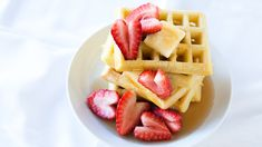 Epicure's Classic Waffles for Valentine's Day Sunday Recipes, Lunch Box Recipes, Quick Dinner Recipes, Yummy Recipes, Recipies, Easy Brunch Menu, Avocado Toast, Epicure Recipes, Gourmet