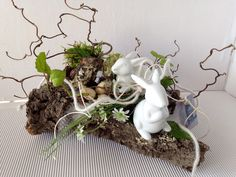 Hottest Pic easter garden decoration Tips Who seem to claims it's important to head out overseas to help have fun with the the summer months? Tall Floral Arrangements, Easter Flower Arrangements, Deco Floral, Arte Floral, Easter Wreaths, Christmas Wreaths, Easter Garden, Easter Table Decorations, Fake Flowers