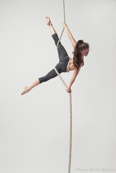 Aerial Rope/ Corde Lisse/ whatever you want to call itSome more of our beautiful new bertilnilsson - Yoga Photos Aerial Dance, Aerial Acrobatics, Aerial Hoop, Aerial Arts, Art Du Cirque, Circus Art, Pole Fitness, Dance Fitness, Action Poses