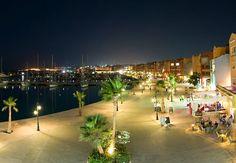 A pezsgő Hurghada Marina ad helyet számtalan újonnan nyílt szórakozóhelynek és éttermnek