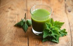 Discover 9 healing herbs that are wonderful when used as part of your holistic health care plan. Make your own, all natural, immunity boosting home remedies! Herbal Remedies, Home Remedies, Natural Remedies, The Kitchen Food Network, Troubles Digestifs, Green Tea Benefits, Herbs For Health, Dieta Detox, Sore Throat