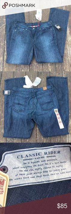 NWT Lucky Classic Rider jeans These mid-rise boot leg jeans have never been worn. Lucky Brand Jeans Boot Cut