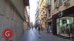 GRANADA | CENTRO | Calle Puentezuelas, a pie de calle Recogidas. Fachada de iglesia San Antón.