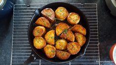 Cartofi fondanți cu unt și usturoi - rețeta de fondant potatoes | Savori Urbane Grill Pan, Ratatouille, Unt, Fondant, Grilling, Food And Drink, Cooking Recipes, Ethnic Recipes, Kitchen
