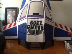 Buzz lightyear spaceship for first bday party Buzz Costume, Buzz Lightyear Costume, Toy Story Party, Toy Story Birthday, Birthday Party Themes, Disney Homecoming, Cardboard Spaceship, Max Toys, Outer Space Theme