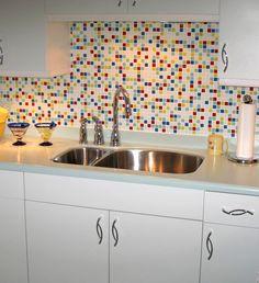 Adooooore the backsplash tile. Colourful Kitchen Tiles, Modern Kitchen Tiles, Kitchen Mosaic, Kitchen Design, White Tile Backsplash, Kitchen Backsplash, Kitchen Interior, Home Kitchens, Doggie Diner