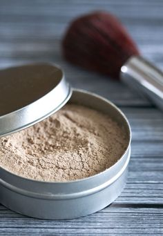 DIY Makeup: Homemade Loose Powder - Safe, natural makeup made from ingredients you have in your kitchen.