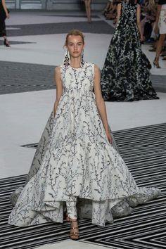 Défilé Giambattista Valli Automne-hiver 2015-2016 Haute couture | Le Figaro Madame