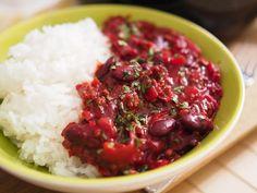Punajuuri-chili con carne on arki-illan lohturuokaa parhaimmillaan Takana, Salsa, Rice, Food, Chili Con Carne, Meal, Salsa Music, Restaurant Salsa, Essen