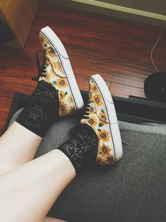 Photo: @demi.fleur Converse Chuck Taylor High, Converse High, High Top Sneakers, Chuck Taylors High Top, High Tops, Tights, Outfit Ideas, Outfits, Fashion