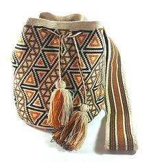 PC510 Espectacular #mochila  #wayuu #beige #eliwayuubags  #arte #tradición & #color  Info 3006388348