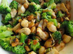 Chicken with Peanuts Peanut Chicken, Honey Chicken, Peanut Recipes, Healthy Recipes, Healthy Foods, Actifry Recipes, Broccoli Dishes, Honey Roasted Peanuts, Frozen Broccoli