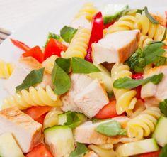 Těstovinový salát s kuřecím masem Light Pasta Salads, Curry, Good Food, Healthy Recipes, Chicken, Cooking, Ethnic Recipes, Pasta Salad, Kitchen