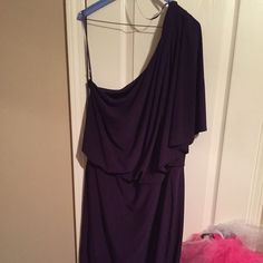 Dress Pretty purple, short dress. Perfect for formal dinner or party or even wedding. The dress has been dry cleaned. It's been worn three times. Dresses Long Sleeve