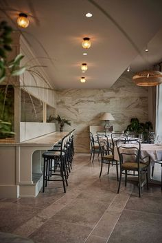 Restaurant Esmée in Copenhagen is located on Kongens Nytorv in the space previously occupied by Geist, a restaurant designed by Space Copenhagen back in 2011 but which closed down earlier this year.