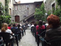 """03/07/2013: Presentazione di """"Venite bambini ad ascoltare... c'è una storia che vi voglio raccontare"""", a cura dell'Associazione Animus Artium, per Caffeina Cultura 2013, presso il Cortile San Pellegrino."""