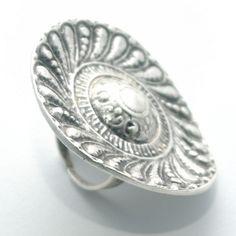 Maxi-anel, banhado a prata e ajustável, confira esse e muito mais no site da Hazine. http://www.hazineacessorios.com.br/aneis/anel-bothanica-cod-4021.html